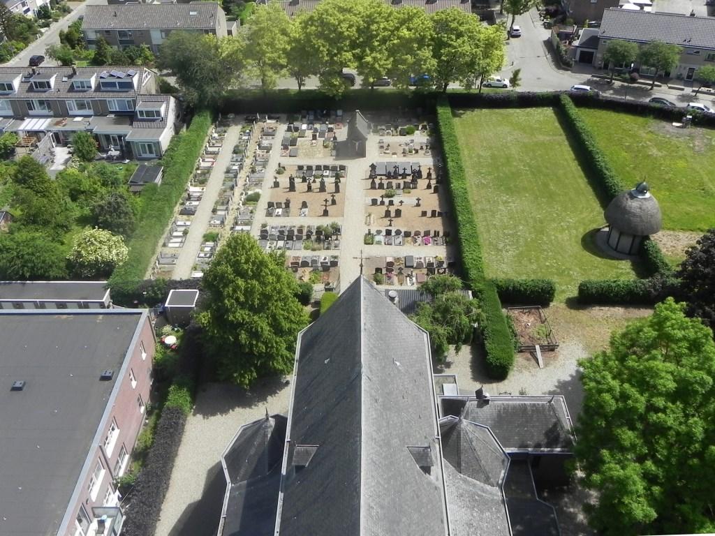 Zo van boven is de begraafplaats ook goed te zien. Richard Thoolen © BDU media