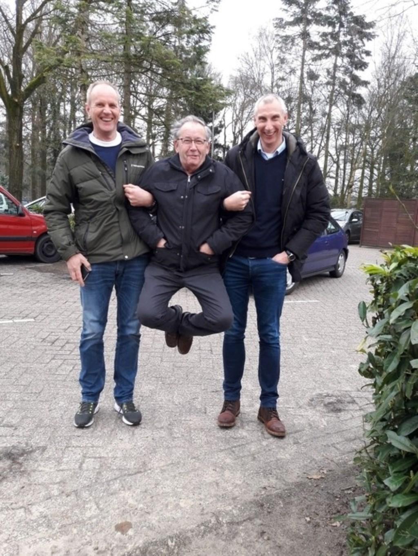 Vader Henk is maar wat blij met twee van zulke schoonzoons. André Kok © BDU Media