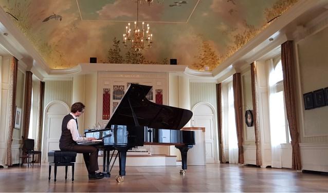 Pianist Wouter Harbers geeft op de Dag van het Kasteel een concert in de Oranjerie op Kasteel De Vanenburg.