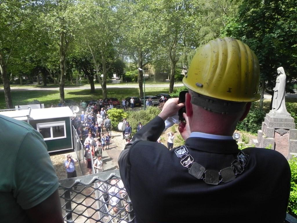 Burgemeester van Bennekom maakt zelf ook foto's voor op zijn eigen facebook-pagina. Richard Thoolen © BDU media