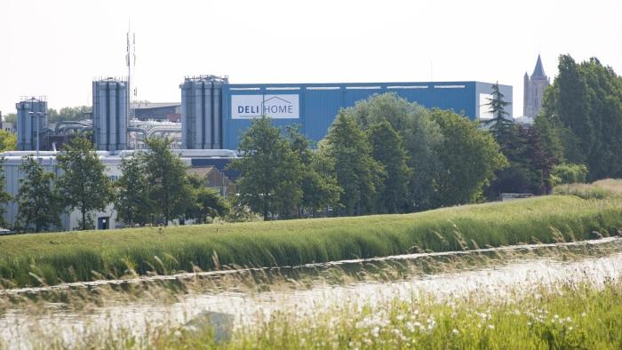 De panden in de Schelluinsestraat zijn voorzien van het logo van Deli Home