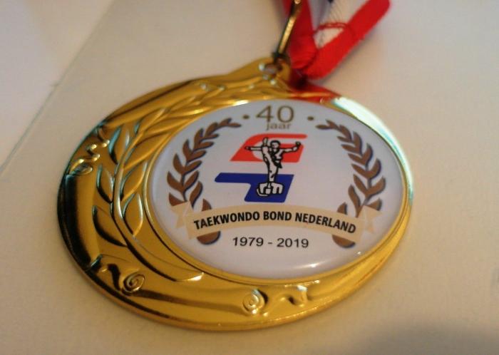 Ter gelegenheid van het 40e jaar speciale Gouden Medaille
