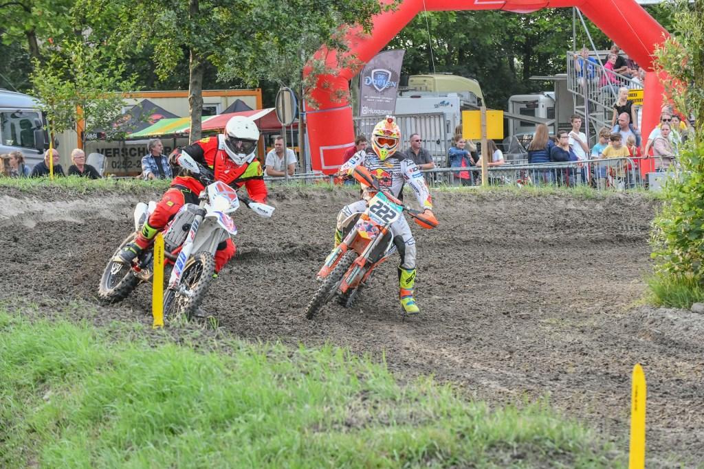 Spektakel gegarandeerd tijdens de Motocross. Rob Joore © BDU media