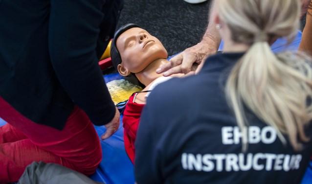 Het Rode Kruis werkt ook aan de verspreiding van EHBO-kennis en bieden cursussen en workshops aan.