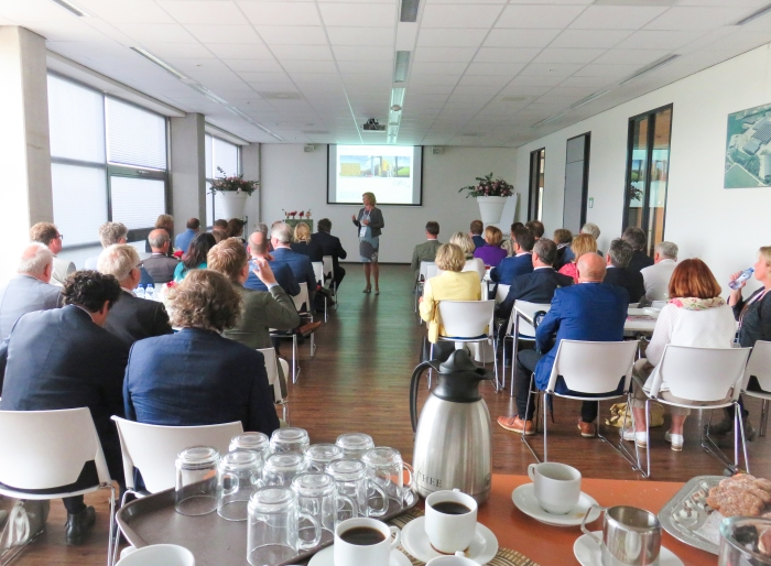Wethouders uit heel Nederland leren over het slimme groene warmtenet in Ede