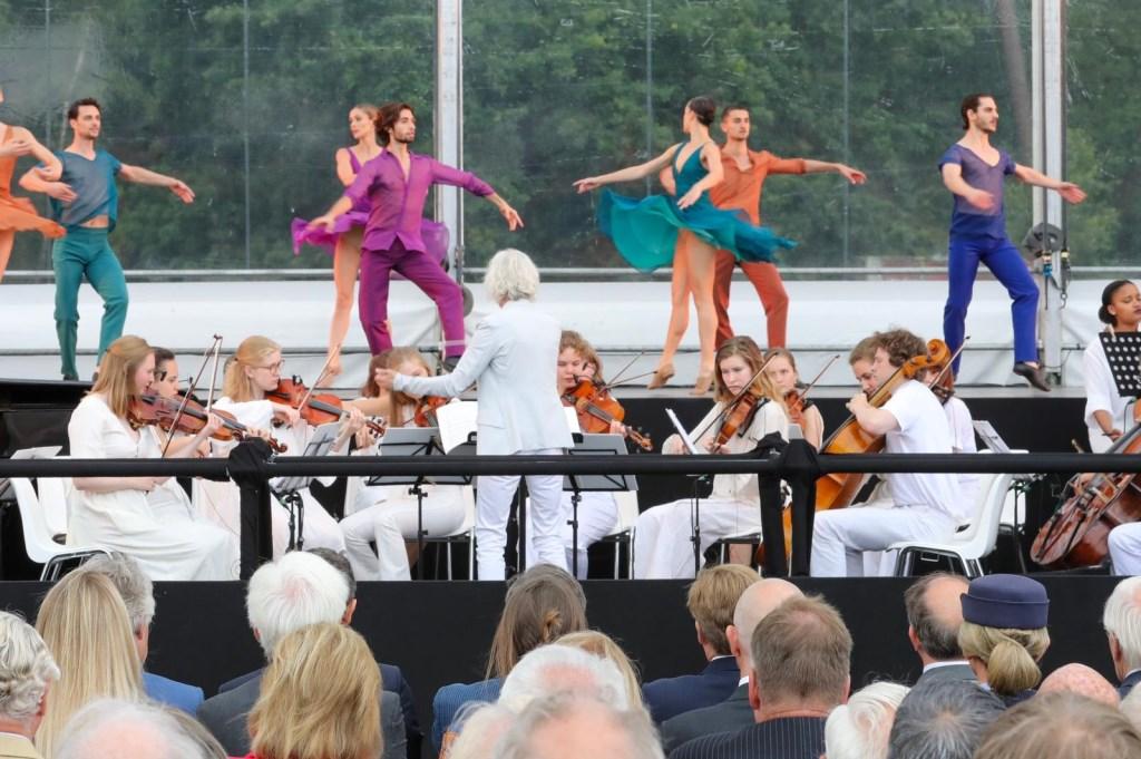Introdans en het Britten Strijk Orkest. Ted Walker © BDU Media