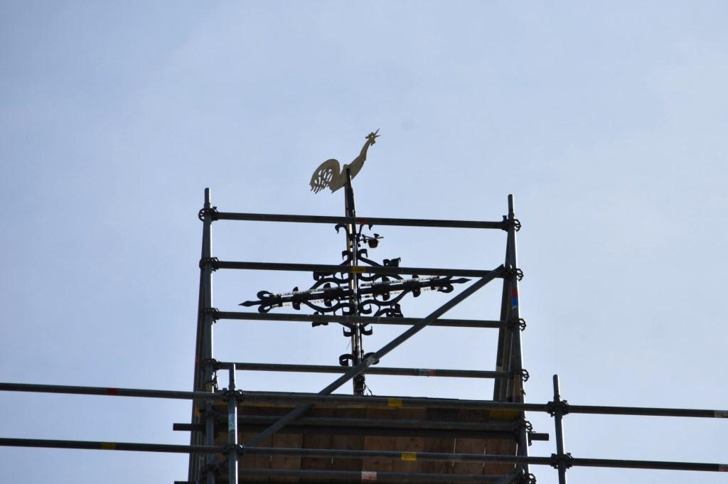 Helemaal bovenin, op meer dan 40 meter hoogte, staat nog de vergulde windhaan. Sonja Boer © BDU media
