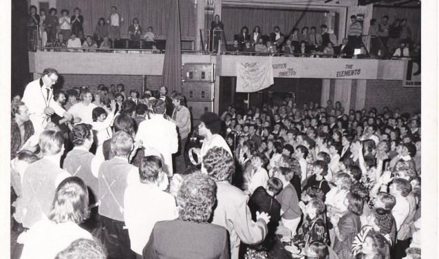 Precies 34 jaar geleden was de Stadshal van De Flint het decor voor een eerste 'Back to the Sixties-revival.
