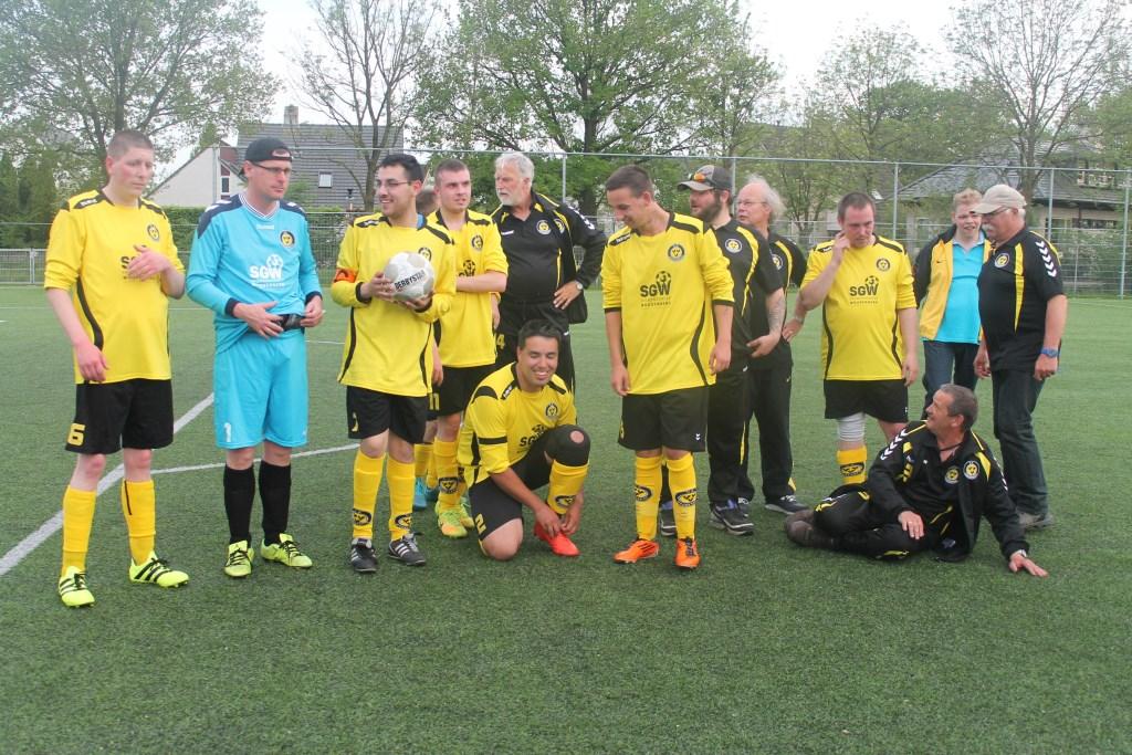 Het G team werd kampioen.Frans staat rechts op de foto Hannie Lamberink © BDU media