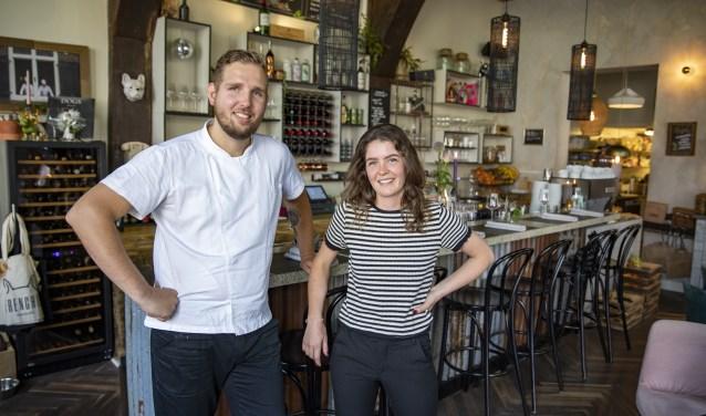 Het vriendelijke personeel, op deze foto Vera en Mark, zorgt ervoor dat de gasten zich gelijk thuis voelen bij Frenchie.
