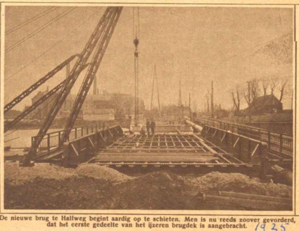 De bouw van de oude brug in 1925. Eigen foto © BDU media