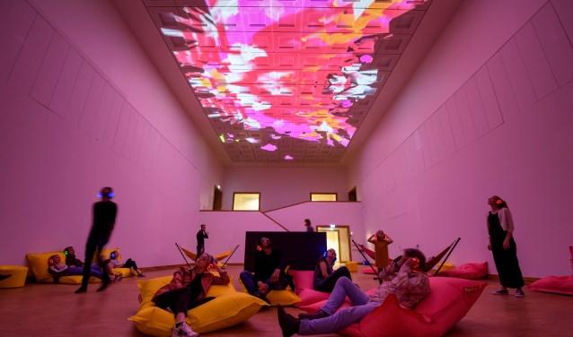 assume vivid astro focus in de grote zaal; een totaalervaring met licht en geluid