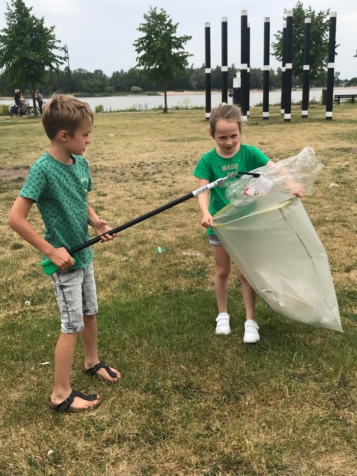 Groen moet je doen: leerlingen Tamboerijn verzamelen plastic afval Buiten de Waterpoot. M. Kruijs © BDU Media