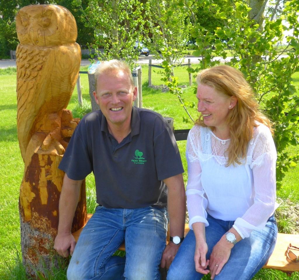 Yvonne Duivenvoorden en Rob Blom, samen op het Julia Pietersbankje, startpunt van de Prutloop. Eigen foto © BDU media