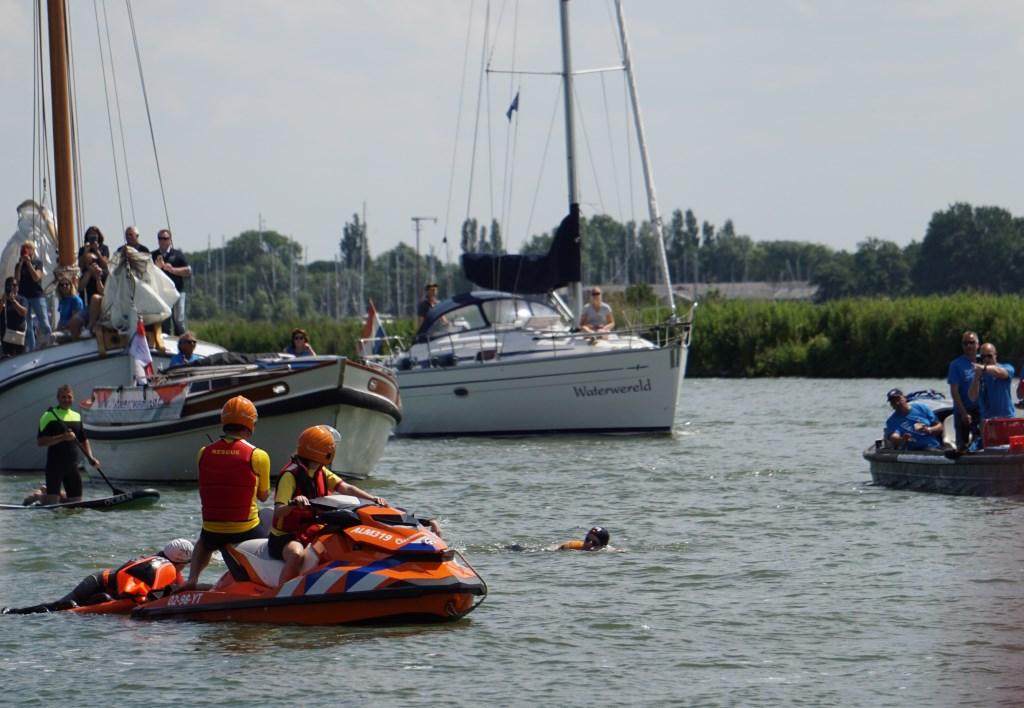 Met een vlotje werd Jubbega (links) vlakbij van der Weijden (rechts) gebracht, waarna hij ook van start ging.