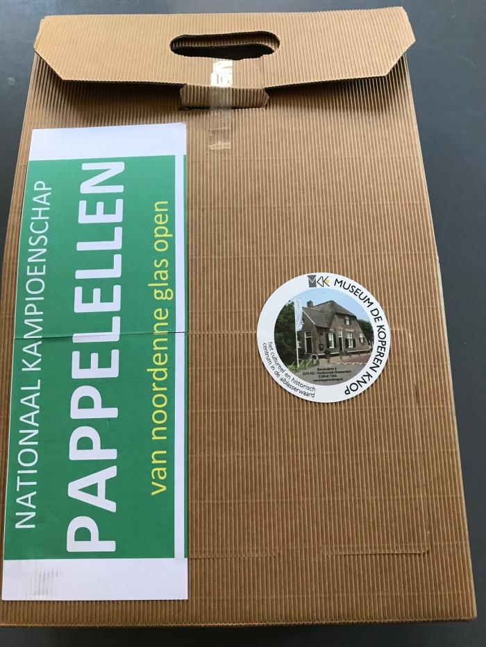 Pappelelboxen voor de scholen. Museum De Koperen Knop © BDU Media