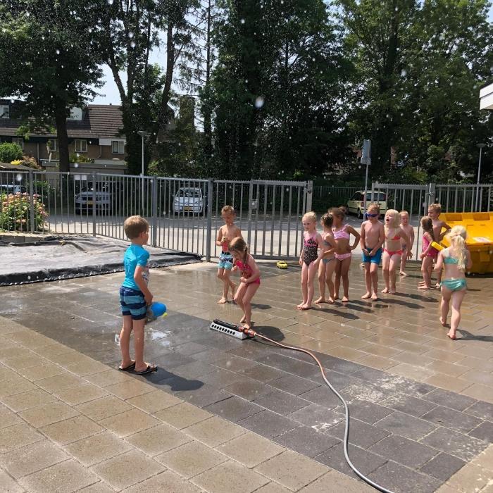 Feest op school tijdens de warme dagen
