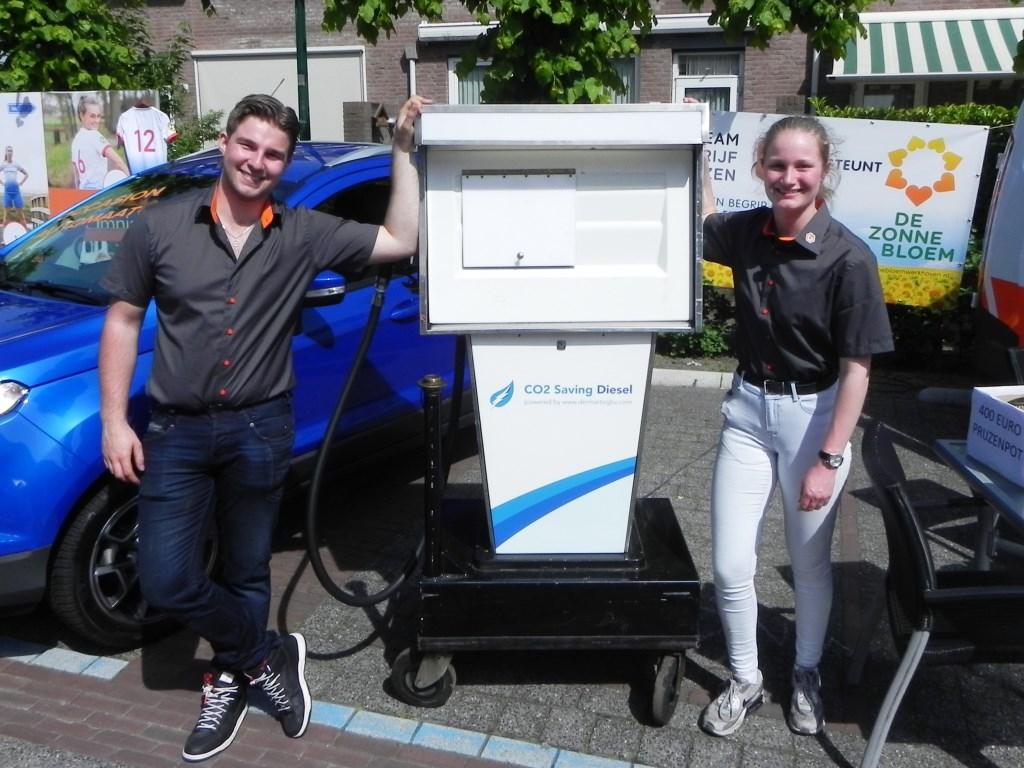 Rowin en Juliette van autobedrijf Onwezen hadden een tankspel opgezet.  Richard Thoolen © BDU media