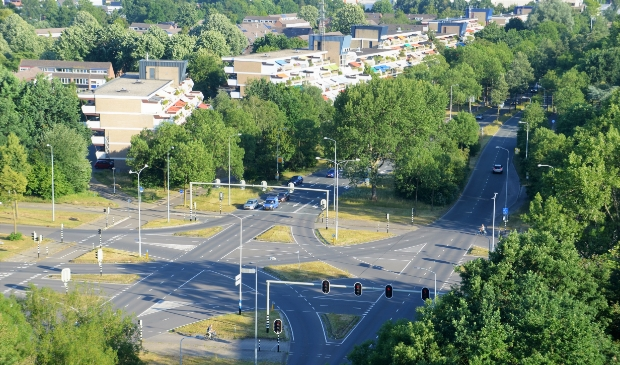 Het kruispunt Kastelenlaan/Veenderweg - Koekeltse Boslaan