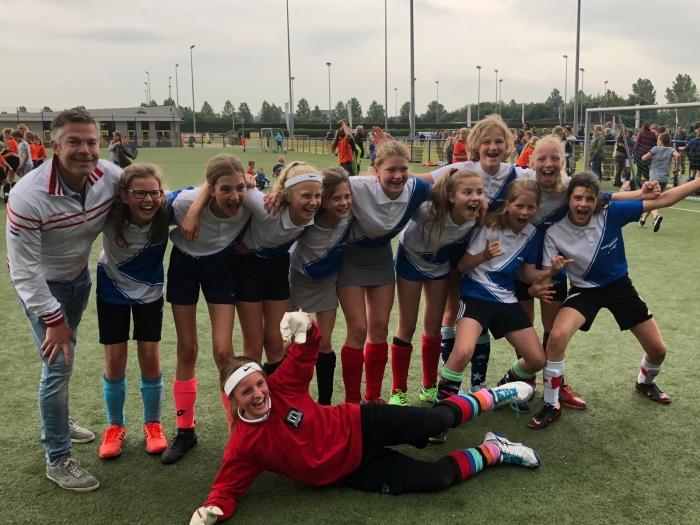 Coolsma meisjes groep 8 blij met de 5e plaats