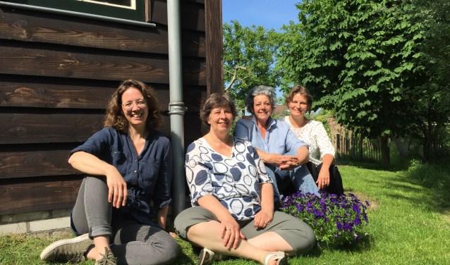 Maartje van Zaane, Yvonne Matla, Karen van den Hoek en Lisette Horbeek. Corine van de Lagemaat en Stijntje Rorive ontbreken.