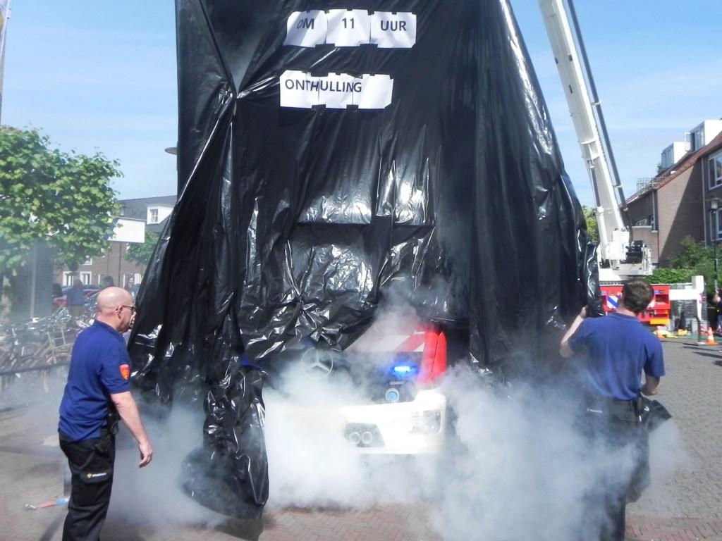 De onthulling van de nieuwe brandweerwagen ging met veel rook gepaard. Richard Thoolen © BDU media
