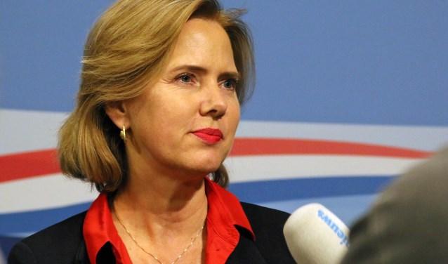 Minister Cora van Nieuwenhuizen bij de presentatie van haar Schipholplannen vrijdag in Nieuwspoort.