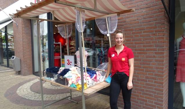 Kim van Deemter bij de HEMA in Doorn.