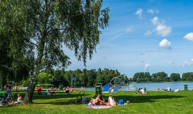 <p>Recreatie in het Haarlemmermeerse Bos. Omdat de inwoners gemiddeld jonger zijn, vaker wekelijks sporten en lagere zorgkosten hebben, is het geen verrassing dat zij tevreden zijn over hun leefomgeving en gezondheidstoestand.&nbsp;</p>