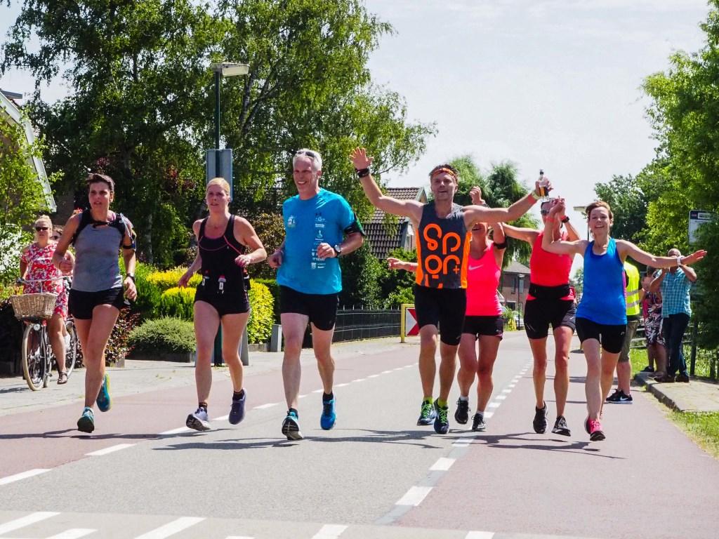 Samen over de finish is nog leuker! Tanja Vlieger © BDU media