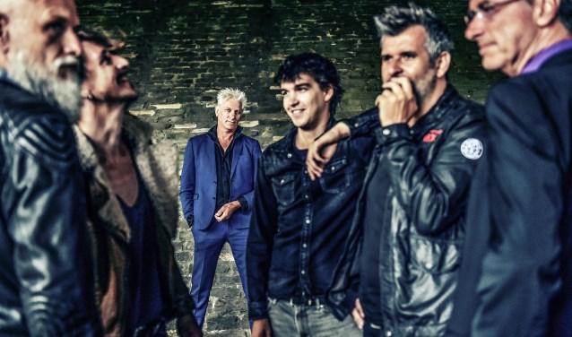 Rick de Leeuw keert met zijn band terug met een solo-show en een nieuw album.
