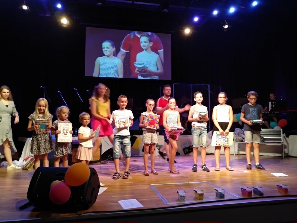 Op het podium gebeurt veel.  Yvonne de Heer © BDU media