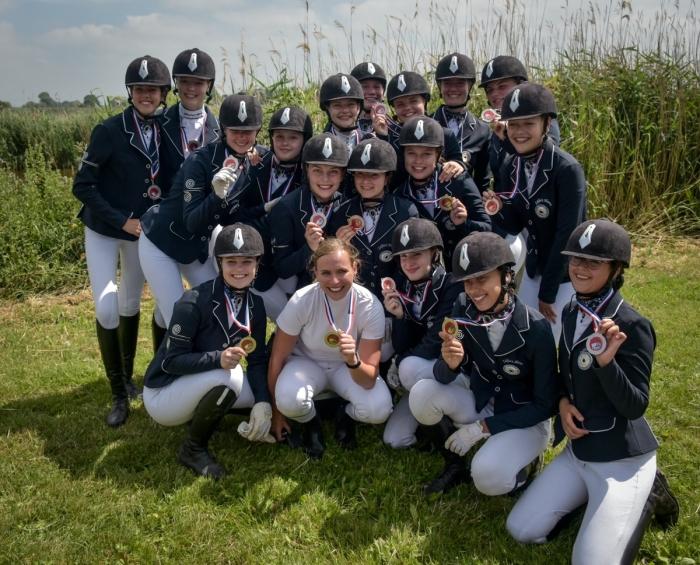 Ponycarrousel Zilfia's Hoeve met hun zilveren medaille  Frans Buitendijk © BDU media