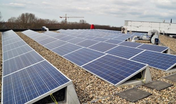 In Amstelveen zijn talrijke platte daken geschikt voor zonnepanelen.
