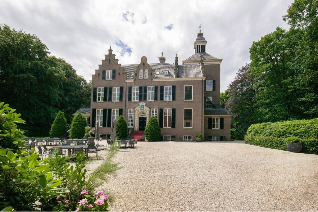 Het Maarten Maartenshuis in Doorn. Links: kasteel Sypesteyn in Loosdrecht en rechts: kasteel Kerckebosch Zeist.