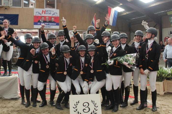Paardencarrousel Zilfia's Hoeve met hun bronzen medaille Quinty Verkerk © BDU media