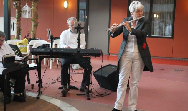 Bram en Trees brachten een lied uit Lourdes ten gehore.