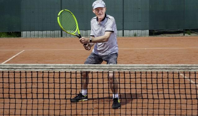 Hans Knobbe komt al 15 jaar uit Almelo om mee te doen met het 50+ Keimepperstennistoernooi.