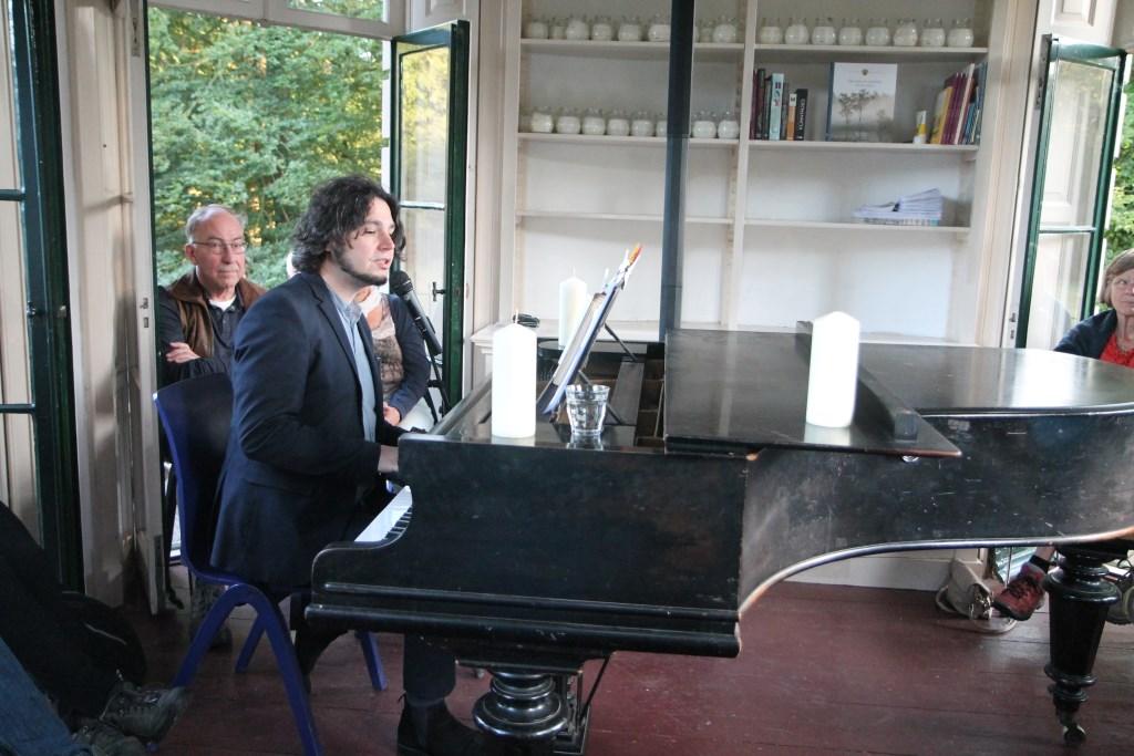 Ivo Rosbeek zingt Woudenbergse liederen Hannie van de Veen © BDU media