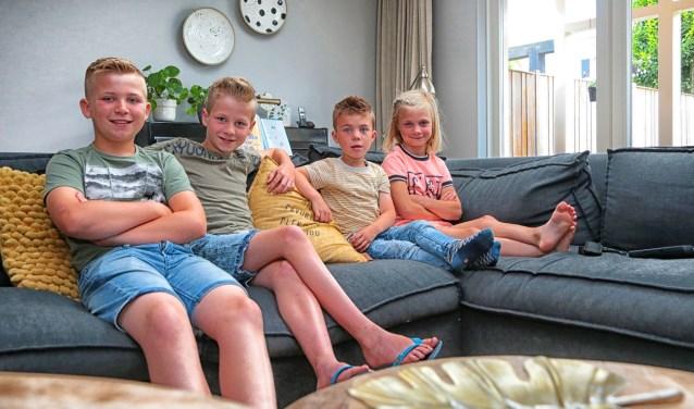 Bas, Tom en hun zusje Dide zorgen voor hun broertje Joris.