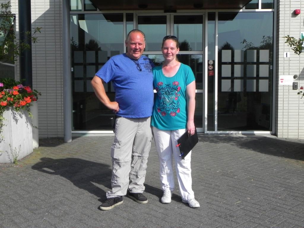 Gert de Klein en Stephanie van Rooij na hun gesprek op het gemeentehuis.