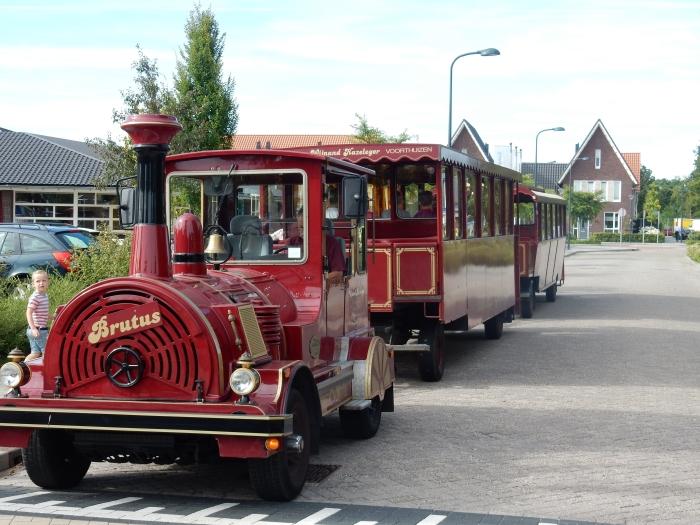 Maandagochtend met de tram naar de VakantieBijbelWeek Y de Heer © BDU media