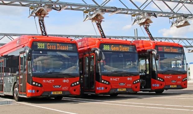 <p>Elektrische bussen worden opgeladen bij Connexxion in Amstelveen.</p>