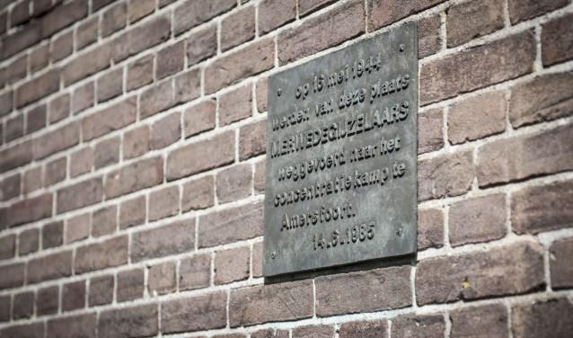 De plaquette ter herdenking van de merwedegijzelaars.