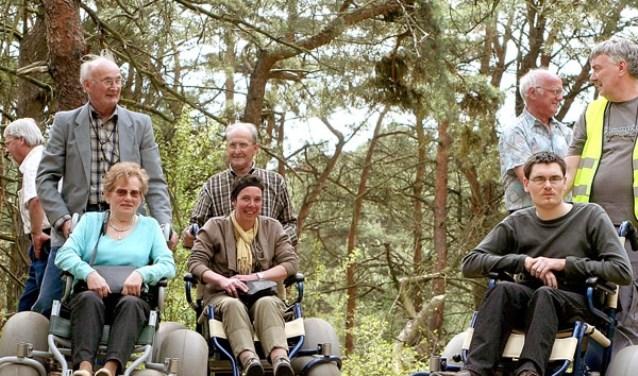 Met een speciale rolstoel vormen oneffenheden, zand en hellingen geen belemmering om van de natuur te genieten.