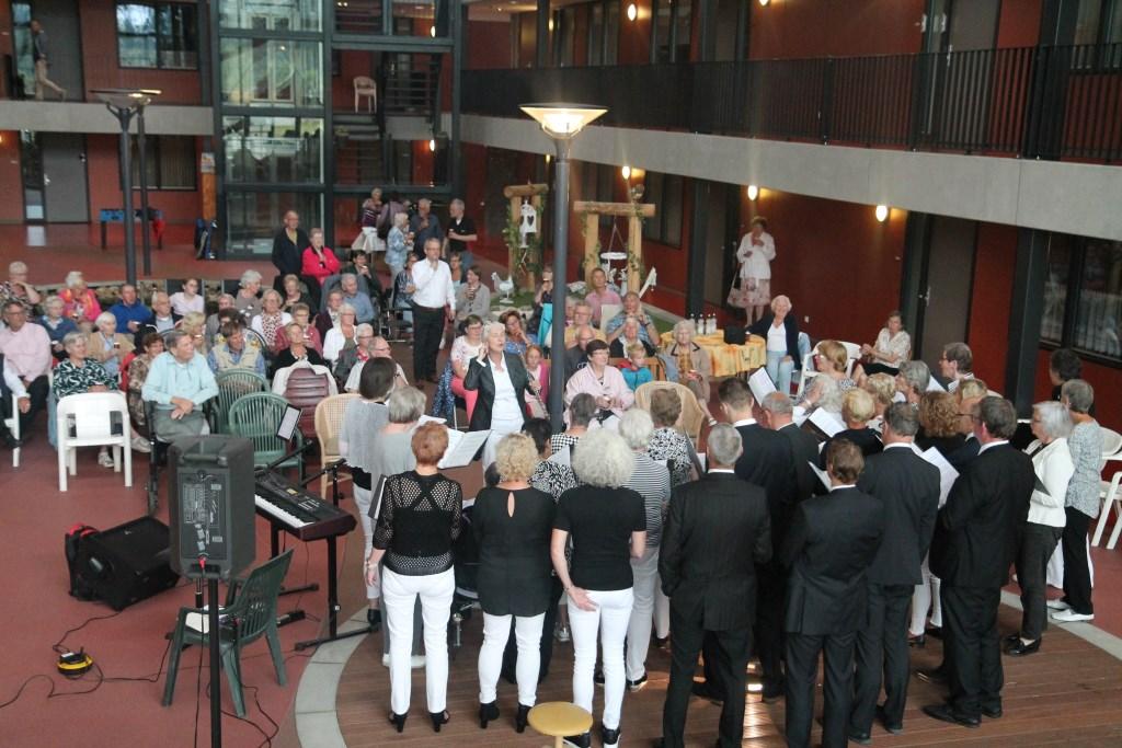 het Atrium met het optreden van Rejoice van boven af gezien. Hannie van de Veen © BDU media