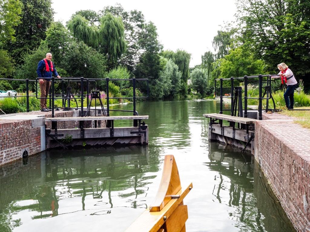 De sluis gaat dicht om het water te kunnen laten zakken.  Tanja Vlieger © BDU media