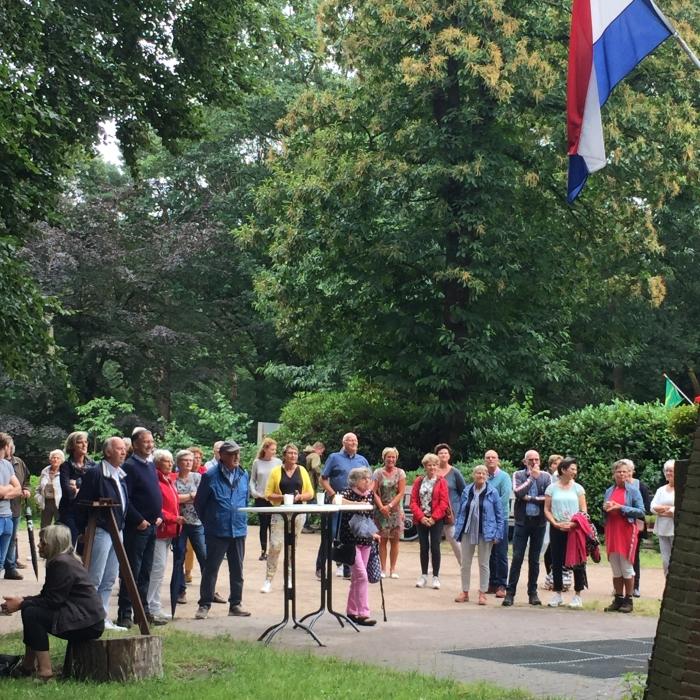 Publiek op het plein voor de Koepel Koepelcommissie © BDU media
