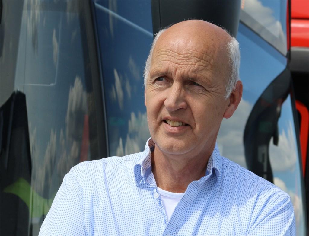 Rick de Vries geeft uitleg over de elektrische bussen. René de Leeuw © BDU media