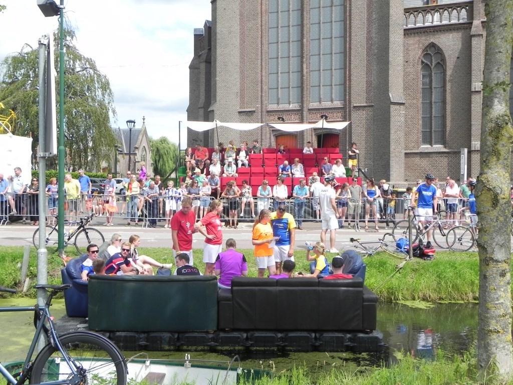 Er waren speciale tribunes opgezet bij de finish. Richard Thoolen © BDU media